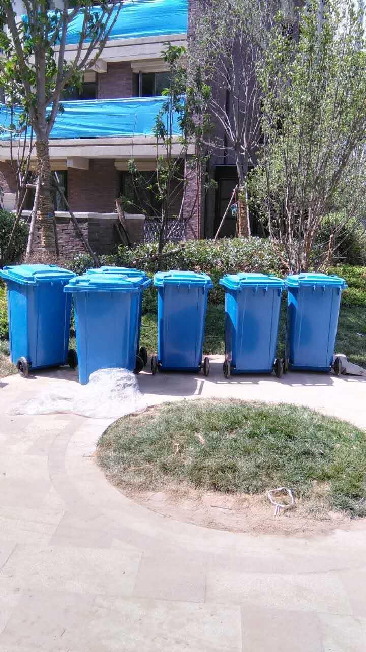 项目名称:郑州名门郡景 感谢广州普邦园林湖北分公司的支持和信任。同时,也辛苦在外地出差的同事了。 ---一站式户外家具、园林小品工程配套服务,首选优阳户外。 本次采购主要产品有:户外垃圾桶、塑料垃圾桶、组合滑梯、健身器材等 下面为同事现场传来的图片,欢迎品鉴:  钢木休闲椅1  户外垃圾桶 塑料垃圾桶  户外组合滑梯